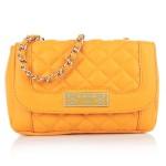 Sommerliche Handtaschen in saftigen Farben