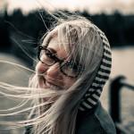 Welche Brillenfarbe passt zu weißen oder grauen Haaren?